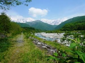 松川と白馬